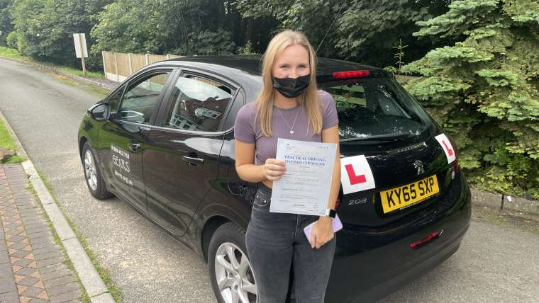 Naomi Sievers passed with Wrexham driving lessons. Gears